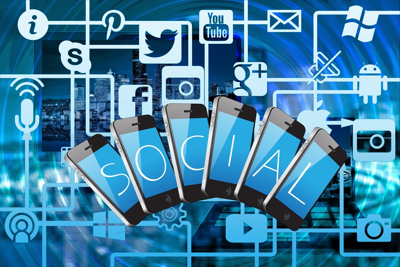 10 Useful Social Promoting Tips for Early Startup Business
